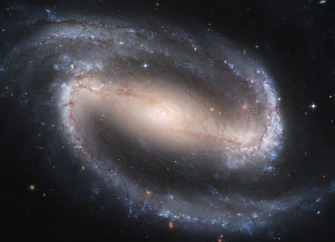 Hubble2005-01-barred-spiral-galaxy-NGC1300